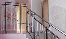 Пример ограждения лестниц в детской клинике